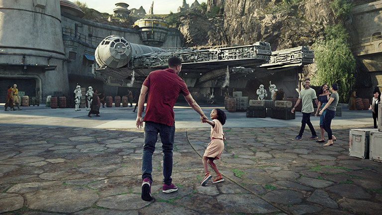 <em>Star Wars</em>: Galaxy's Edge Courtyard